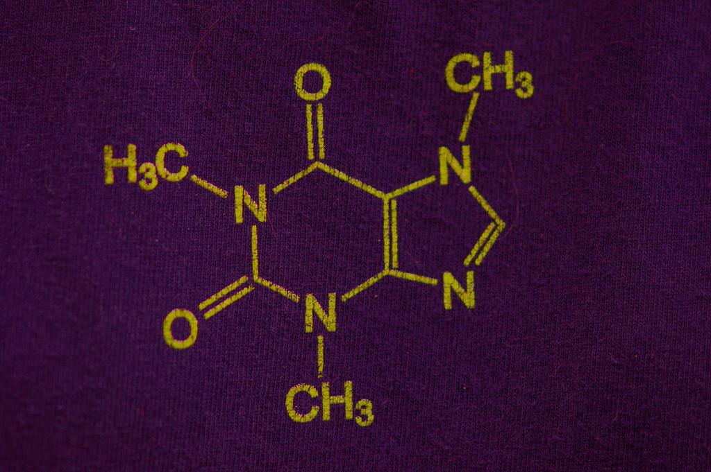 眠気防止の市販薬はリスクを知って服用を!薬剤師オススメの一品を紹介